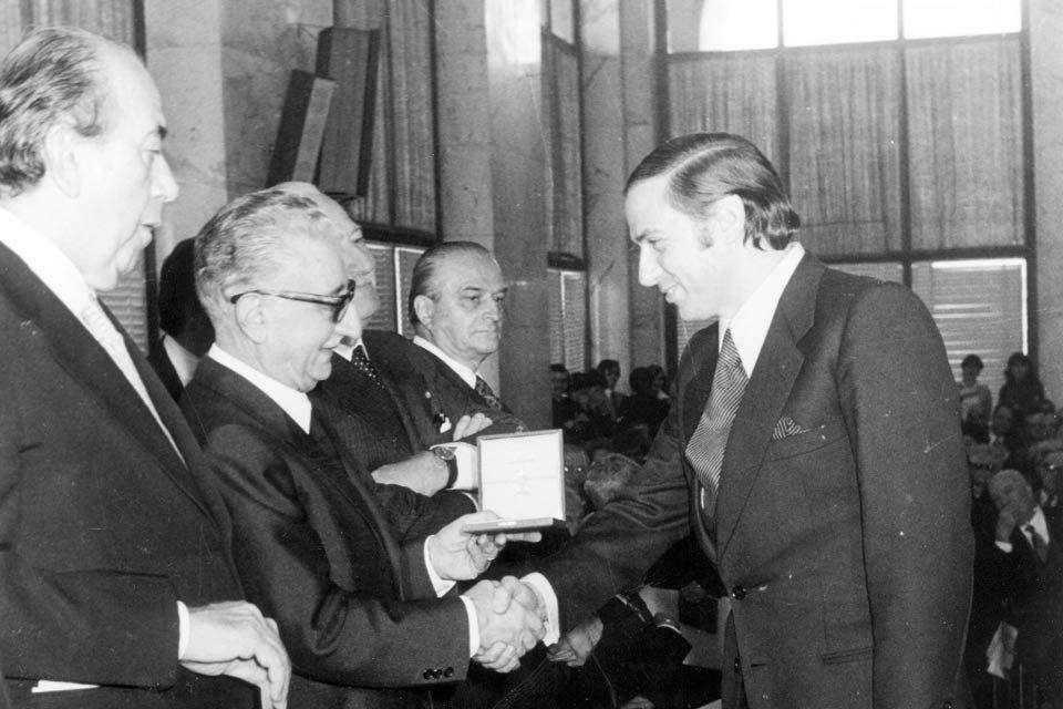 Berlusconi: Cavaliere ma non troppo