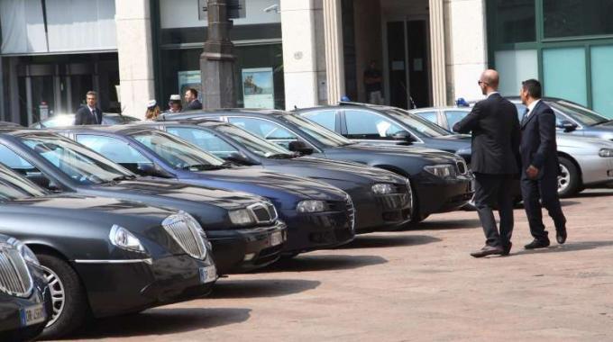 Parlamento italiano auto blu vendesi radici for Sito parlamento italiano