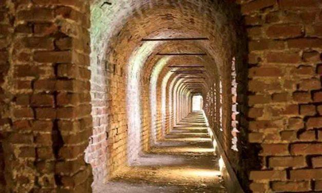 Corridoi, cunicoli, labirinti e altri passaggi segreti
