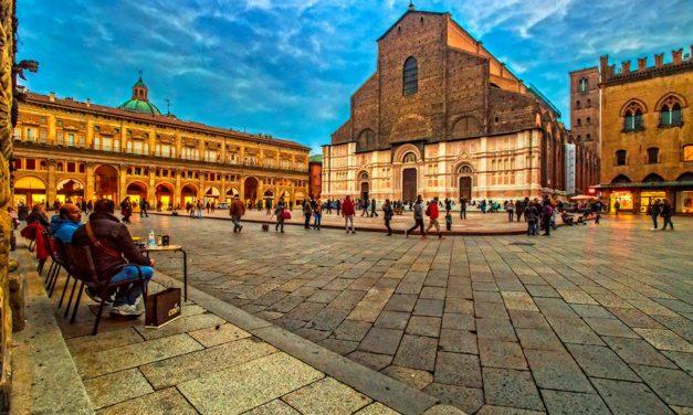 Piazza Maggiore : <br>Le cœur et l'âme de Bologne