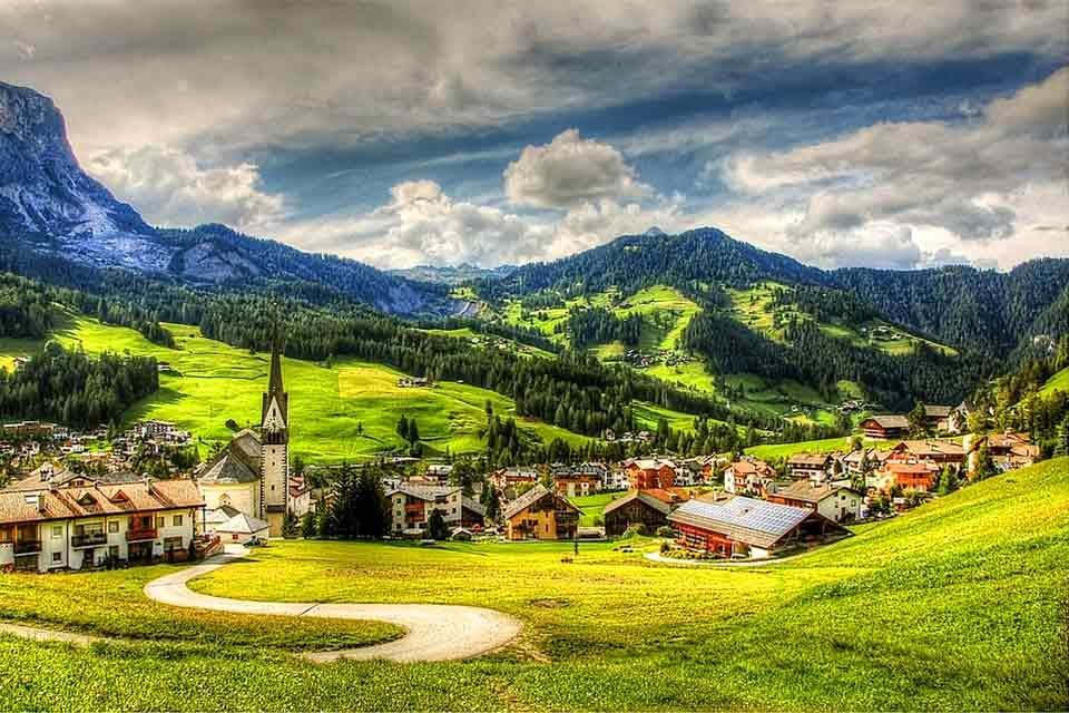 La provincia di Bolzano dice no alle case per i «forestieri»