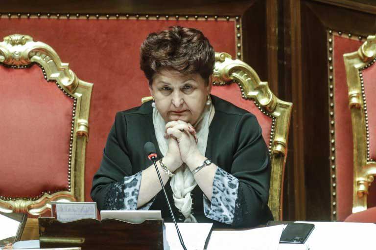 Une ministre en larmes
